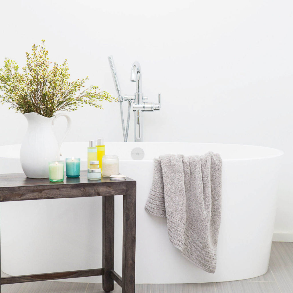A picture of a white bathtub reminding you to slow down and gain space.
